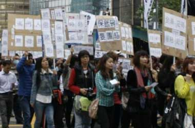 Casino Workers in Macau Protest Unfair Treatment